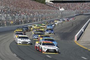 1528hh5062-carl-edwards-leads-start-copy-lg